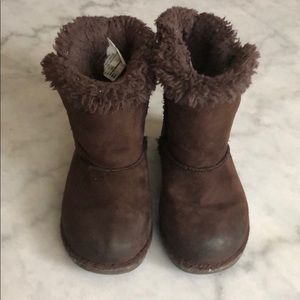 Girls Brown Boots like Ugg 8M